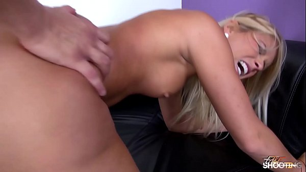 Blonde, Eat cum